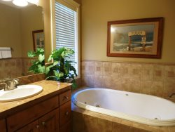 Lincoln City Beach House - Main Level - Master Bathroom - Jetted Tub
